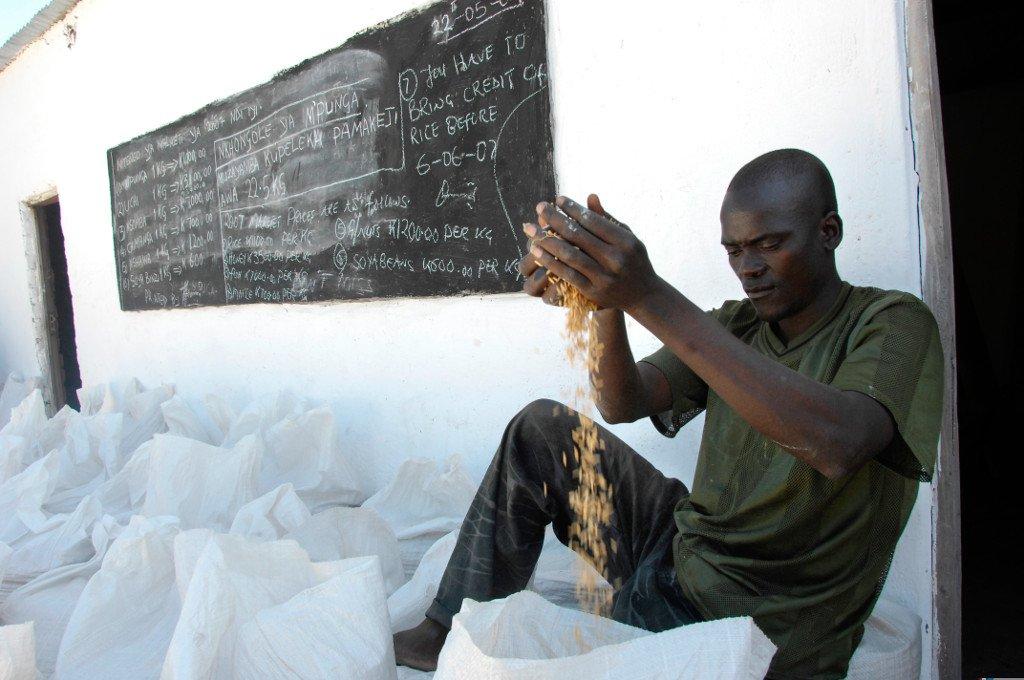 Julie Larsen Maher_5213_Local man with rice for market Chifunda_ZMB_06 27 07.jpg